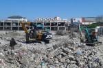 Pembongkaran bangunan Pasar Klewer Solo dilakukan oleh CV Adi Perkasa, Selasa (23/6/2015) siang. Pembongkaran ditarget selesai pada Minggu (27/6/2015). (Irawan Sapto Adhi/JIBI/Solopos)