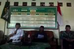 Wakil Khatib Syuriah PWNU (kiri) dan Wakil Ketua PWNU DIY Jadul Maula (kanan) saat membacakan sikap resmi PWNU DIY terkait Sabda Raja Sri Sultan Hamengku Buwono X di kantor PWNU DIY, di Jalan MT.Haryono, Jogja, Selasa (2/6/2015).(JIBI/Harian Jogja-Ujang Hasanudin)