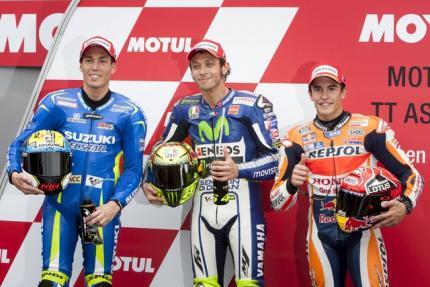 Pembalap Yamaha Rossi (tengah) bersama Espargaro dan Marquez start terdepan. JIBI/Rtr/Ronald Fleurba