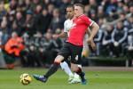 Phill Jones Perpanjang Kontrak Bersama Manchester United (Reuters / Matthew Childs)