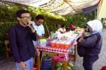 Siswa SMAN 2 Sleman membuka Pasar Ramadan di depan sekolah, Rabu (24/6/2015). (Harian Jogja-Bernadheta Dian Saraswati)