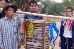 warga Thailand mengarak Doraemon untuk meminta hujan (BBC)