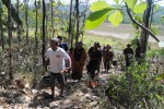 Warga Desa Karangjati, Kecamatan Wonosegoro, berbondong-bondong menuju sumber air Kali Pancur, akhir pekan lalu. (Hijriyah Al Wakhidah/JIBI/Solopos)