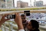 Berfoto seusai umrah di Masjidil Haram (JIBI/Solopos/Antara/Saptono)
