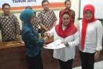 Pasangan calon yang diusung PDIP dan Nasdem, Sri Hartini-Sri Mulyani, mendaftarkan diri ke KPU Klaten, Selasa (28/7/2015). (Taufiq Sidik Prakoso/JIBI/Solopos)