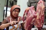 Pedagang daging sapi di Pasar Mejayan, Kabupaten Madiun, Sabtu (4/7/2015). (JIBI/Solopos/Antara/Fikri Yusuf)