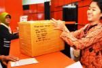 Pelayanan pengiriman paket di Kantor Pos Madiun, Jumat (3/7/2015). (JIBI/Solopos/Antara/Siswowidodo)