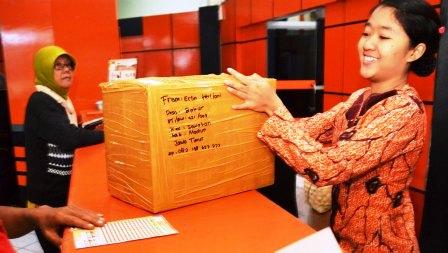 Ilustrasi pelayanan pengiriman paket pos. (JIBI/Solopos/Antara/Siswowidodo)