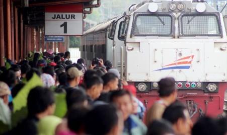 Ilustrasi pemudik dengan kereta api (JIBI/Solopos/Antara/Yustinus Agyl)