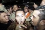 Pengacara Otto Cornelis Kaligis keluar ruangan dengan rompi karut-marut seusai menjalani pemeriksaan di Gedung KPK, Jakarta, Selasa (14/7/2015). (JIBI/Solopos/Antara/Vitalis Yogi Trisna)