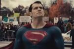 FILM TERBARU : Batman v Superman Dikritik Habis, Henry Cavill: Kritikus Tidak Terlalu Penting