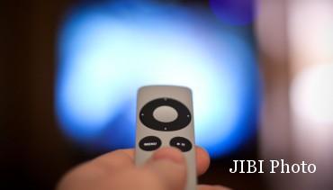 Ilustrasi remote TV menggunakan sidik jari (Engadget)