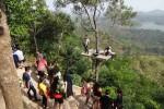 Obyek wisata Kalibiru di Desa Hargowilis, Kecamatan Kokap, Kulonprogo diserbu ribuan pengunjung, Minggu (19/7/2015). (Harian Jogja/Rima Sekarani)