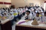 Suasana Masa Orientasi Siswa (MOS) di Sekolah Menengah Atas Negeri (SMA N) 2 Playen, Gunungkidul, Senin (27/7/2015). (Harian Jogja-Uli Febriarni)