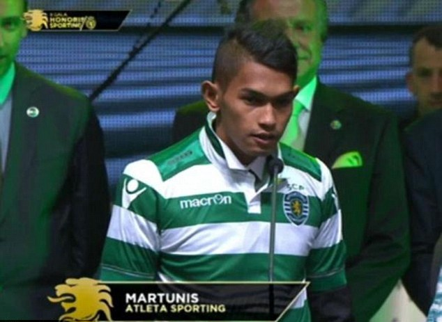 Martunis saat diperkenalkan Sporting Lisbon (Dailymail.co.uk)