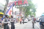 Jl. Pandanaran tepatnya depan Pasar Boyolali Kota mulai padat, Senin (13/8/2015). Sementara, sejumlah petugas bersenjata serbu ditempatkan untuk patroli di sekitar pusat perbelanjaan untuk mengantisipasi tindak kejahatan. (Hijriyah Al Wakhidah/JIBI/Solopos)