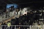 Pagar perisai polisi pada rusuh laga sepak bola PSIS vs Persis di Stadion Jatidiri, Kota Semarang, Jawa Tengah, Sabtu (4/7/2015) malam. (JIBI/Solopos/Antara/R. Rekotomo)