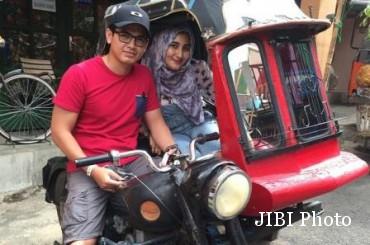 Tommy Kurniawan bersama sang istri Tania (Instagram.com)