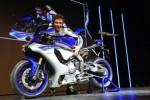 Valentino Rossi bersama Yamaha R1. (Autoevolution.com)