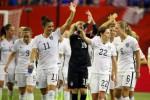 Pemain Amerika Serikat merayakan kemenangan seusau mengalahkan Jerman. JIBI/Rtr/Jean-Yves Ahern-USA