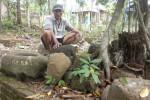 Sejumlah benda cagar budaya yang ditemukan terkubur di dalam tanah dikumpulkan menjadi satu oleh warga di Dusun Candi, Desa Bonagung, Kecamatan Tanon, Sragen, Jumat (19/6/2015). (Moh. Khodiq Duhri/JIBI/Solopos)