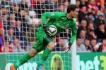 Kiper Stoke City Asmir Begovic ini kini menjadi buruan MU dan Chelsea. Ist/mirror.co.uk