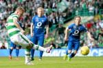 Pemain Celtic, Leigh Griffiths gagal menyarangkan bola dari titik putih penalti saat melawan Reuters / Jason Cairnduff Livepic