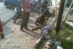 Korban kecelakaan di jalan Madiun-Solo, tepatnya di perempatan lapangan Jiwan, Madiun, Kamis (2/7/2015).