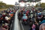 LEBARAN 2015 : Pasar Tumpah, Bangkalan Macet 3 Km