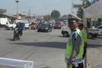 Arus lalu lintas di sekitar persimpangan Palur Karanganyar  lancar, Senin (13/7/2015). Sejumlah personel polisi diterjunkan untuk mengantisipasi kemacetan. (Bayu Jatmiko Adi/JIBI/Solopos)