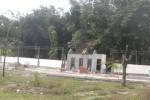 Sejumlah pekerja menyelesaikan pembangunan pujasera di Popongan, Karanganyar, Jumat (3/7/2015). Masa kontrak pembangunan pujasera tersebut berakhir 27 Juli. (JIBI/Solopos/Bayu Jatmiko Adi)