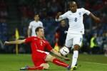 Fabian Delph (putih) Setuju Gabung Manchester City (Reuters/Ruben Sprich)
