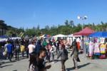 Suasana di Sunday Market Manahan, Minggu (5/7/2015). Jumlah PKL di Suday Market terus meningkat hingga memakan ruang parkir pengunjung.(JIBI/Solopos/Irawan Sapto Adhi)