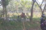 Pasangan muda-mudi terlihat asyik bercengkrama di kawasan Taman Ganesha Sukowati Sragen, Kamis (2/7). (JIBI/Solopos/Moh.Khodiq Duhri)