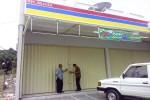 Satpol PP Sleman mendatangi salah satu toko modern di Desa Maguwoharjo yang mendapat protes warga, belum lama ini. (Harian Jogja-Bernadheta Dian Saraswati)
