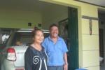 Bisowarno, 55, dan sang istri, Slamet Mulyati, 65, di depan rumah di kampung halaman mereka,  di RT 005/RW 003 Dukuh Ngaru-Aru, Desa Pengging, Kecamatan Banyudono, Boyolali, Senin (20/7/2015). (Kharisma Dhita Retnosari/JIBI/Solopos)