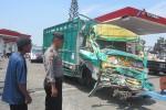 Kondisi truk mengalami kerusakan parah setelah menabrak pagar jembatan, (Ponco Suseno/JIBI/Solopos)