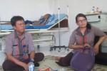 Pihak SMK Pelayaran Pancasila menjenguk salah satu korban kekerasan pada Diksartar SMK Pelayaran Pancasila di RS PKU Muhammadiyah Kartasura, Rabu (12/8/2015). (Eni Widiastuti/JIBI/Solopos)