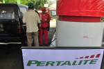 Konsumen membeli bahan bakar pertalite di SPBU Gumulan, Kemiri, Kecamatan Mojosongo, Boyolali, Jumat (14/8/2015). (Hijriyah Al Wakhidah/JIBI/Solopos)
