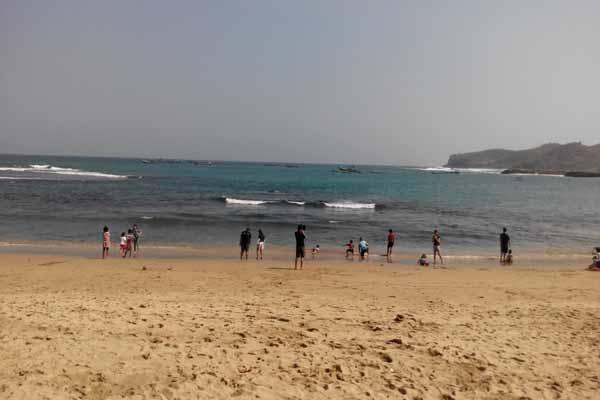 Bermain-main air di pantai Prigi (JIBI/Harian Jogja/Wisnu Wardhani)
