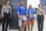 Tersangka pencurian, Iwan Setiawan (dua dari kiri), 24, warga Tegal Serut, Karangnongko, Klaten dan Sriyono alias Bunder (tiga dari kiri), 20, warga Jetis, Karangnongko, saat berada di Mapolres Klaten, Selasa (18/8/2015). Keduanya dijerat Pasal 363 KUHP tentang Pencurian dengan ancaman hukuman selama tujuh tahun penjara. (Ponco Suseno/JIBI/Solopos)