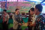Kepala BPTP Jateng, Ismail Wahab, menyerahkan alat pertanian kepada perwakilan petani di Sragen. (Tri Rahayu/JIBI/Solopos)