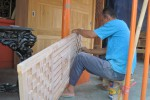 Pengrajin mebel di Juwiring, Klaten, belum mengalami imbas melemahnya rupiah terhadap dolar. (Taufiq Sidik Prakoso/JIBI/Solopos)