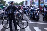 Elanto Wijoyono mengadang para pengendara moge yang dianggap arogan (Liputan6.com-Suryo Wibowo)