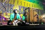 Salah satu penampilan peserta festival Campur Krumpyung yang pentas di Alun-alun Wates, Jumat (28/8/2015) malam. (JIBI/Harian Jogja/Holy Kartika N.S.)