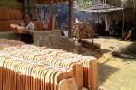 UKM KULONPROGO : Kampung Gendheng Selo Bertahan Dengan Alat Sederhana
