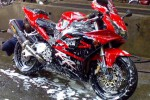 Ilustrasi mencuci sepeda motor. (Welovehonda.com)