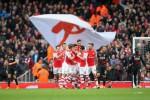 Pemain Arsenal saat merayakan gol kala menghadapi Liverpool di Emirates Stadium (Bleachrreport)