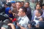 Kabareskrim Komjen Pol. Budi Waseso (kini Kepala BNN) saat mengunjungi lokasi penggerebekan kantor Pelindo II dan ruang kerja RJ Lino, Jumat (28/8/2015). (Akhmad Mabrori/JIBI/Bisnis)