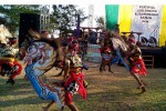 Penampilan jathilan dari pelaku seni di Desa Glagah saat membuka Festival Adiluhung Kulonprogo 2015 yang digelar di kawasan Laguna Pantai Glagah, Rabu (19/8/2015). (Harian Jogja/Holy Kartika N.S)